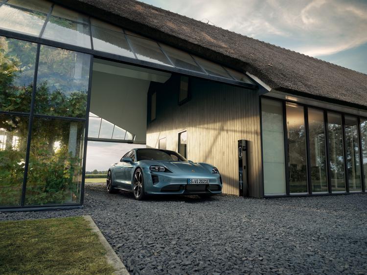 Porsche_Taycan_by_Stephan_Romer_02.jpg