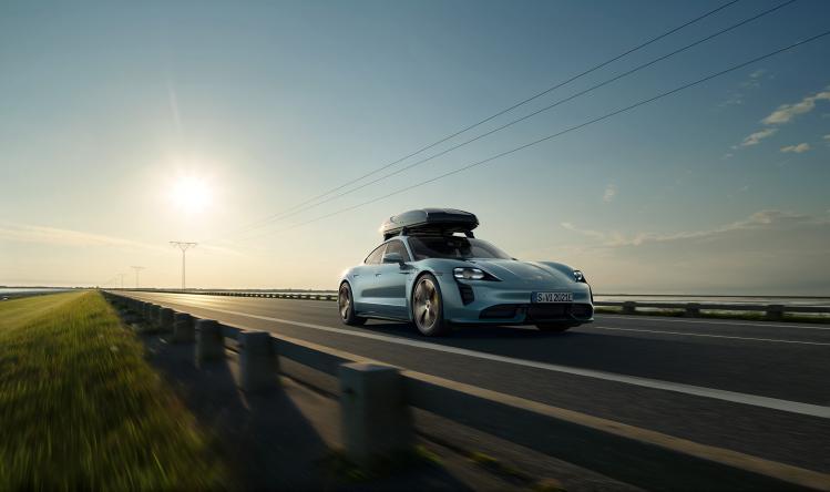 Porsche_Taycan_by_Stephan_Romer_01.jpg