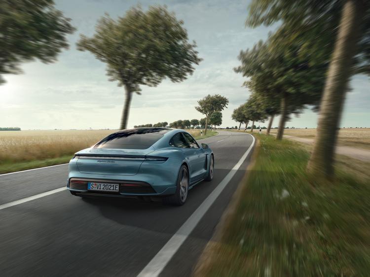 Porsche_Taycan_by_Stephan_Romer_04.jpg